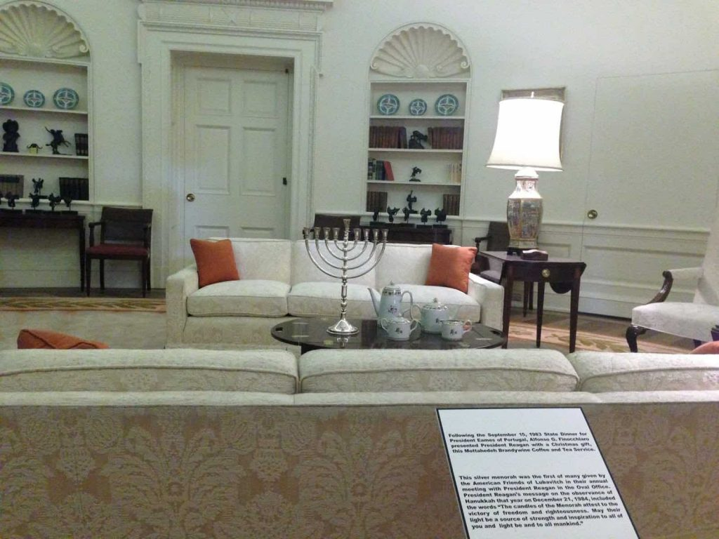 Visit the Reagan Library to see The Oval Office at Christmastime. (c) THe Joyous Living.