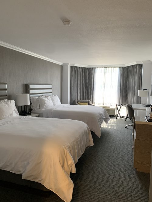 crowne plaza two queens hotel room